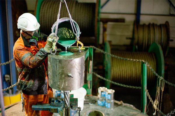 Техника безопасности при работе со смолой